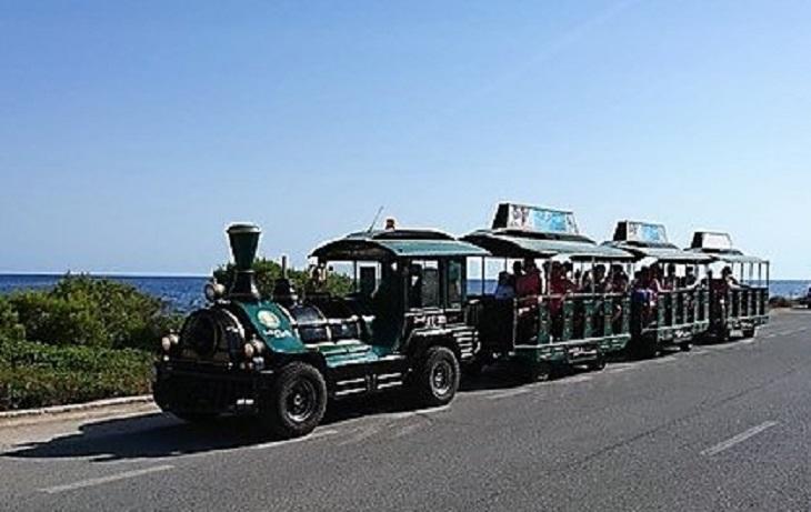 Carrilets Turístics s'adjudica el servei del trenet al municipi menorquí de Sant Lluís